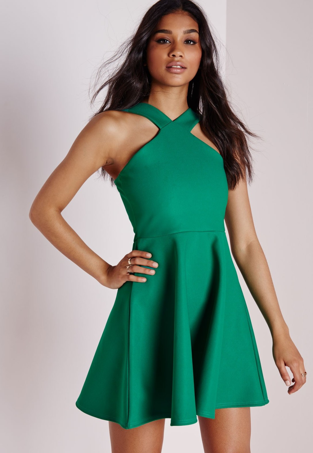 16 DRESSES 6